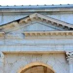 Верхняя часть арки Гави