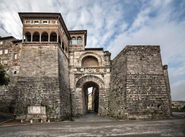 Памятник архитектуры «Этрусская арка»