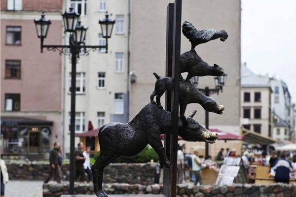 Памятник Бременским музыкантам в Риге