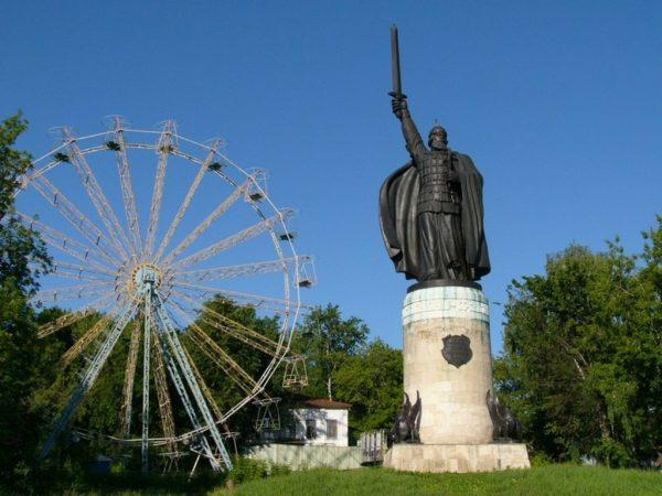 Памятник Илье Муромцу в Окском парке