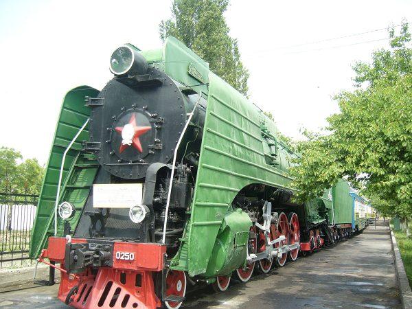 Паровоз П36 в музее железнодорожного транспорта в Ташкенте