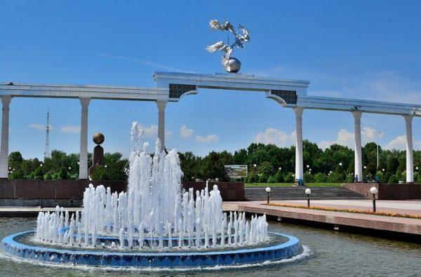 Площадь Независимости в Ташкенте