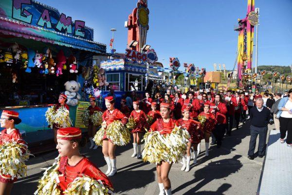 Празничное шествие в день открытия Луна-парка