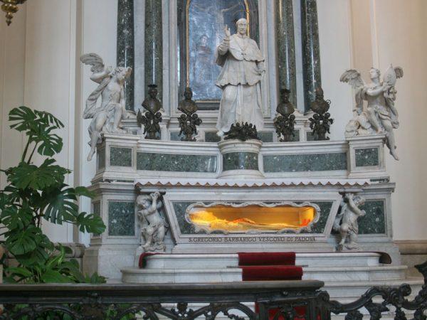 Алтарь с мощами святого Грегорио Барбариго