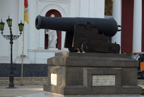 Пушка на Приморском бульваре Одессы