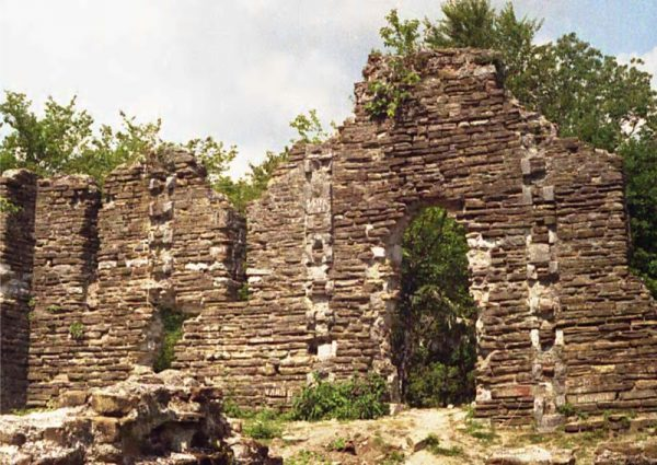 Руины Лооского храма в Сочи