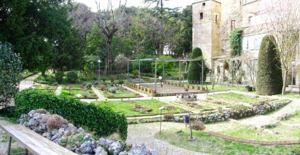 Сад со средневековыми растениями в Перудже