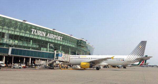 Самолёт в аэропорту Турина