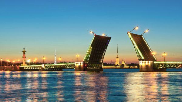 Вид на мост Санкт-Петербурге