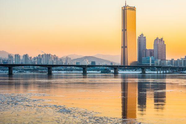 Небоскрёб Юксам-билдинг в Южной Корее