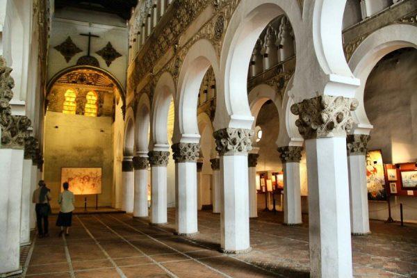 Синагога Санта Мария ла Бланка в Толедо внутри