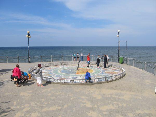 Солнечные часы «Зодиак» на набережной Светлогорска