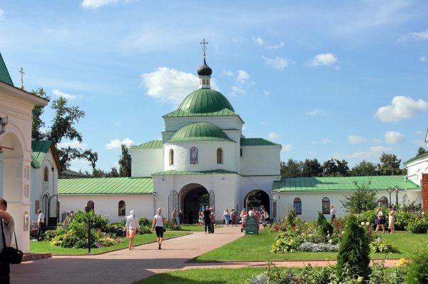 Территория Спасо-Преображенского монастыря