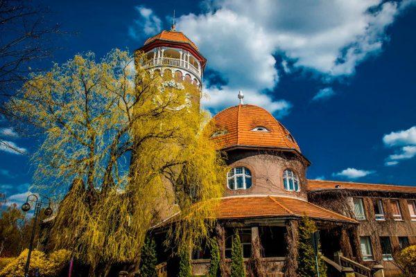 Водонапорная башня Светлогорска в осеннее время года