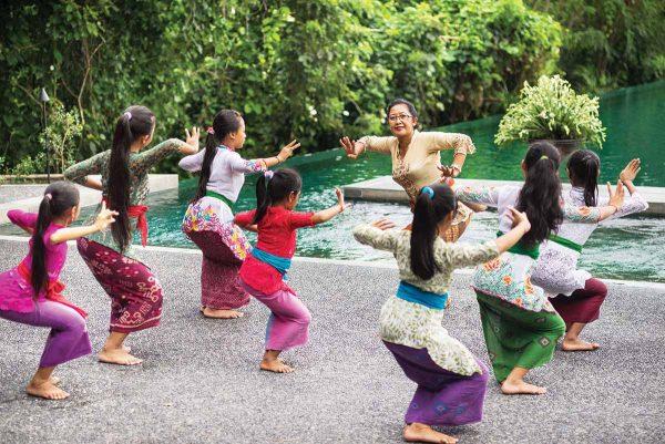 Танцы в балийской деревне