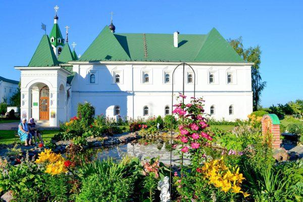 Территория вокруг Спасо-Преображенского монастыря
