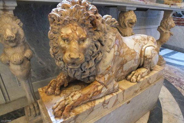 Зал зверей в музее Пио-Клементино