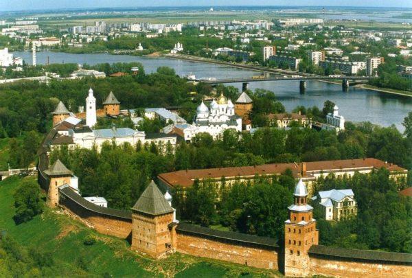 Вид на реку и Великий Новгород