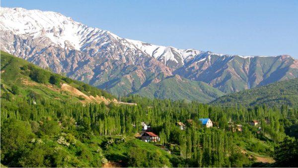 Вид на горы Чимган в Узбекистане