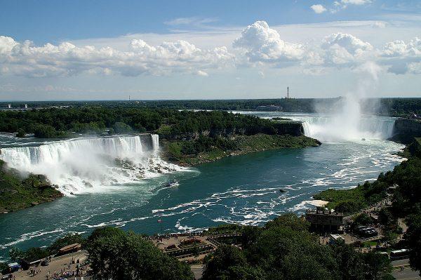 Вид на Ниагарской водопад