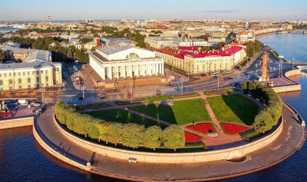 Вид на стрелку Васильевского острова в Санкт-Петербурге