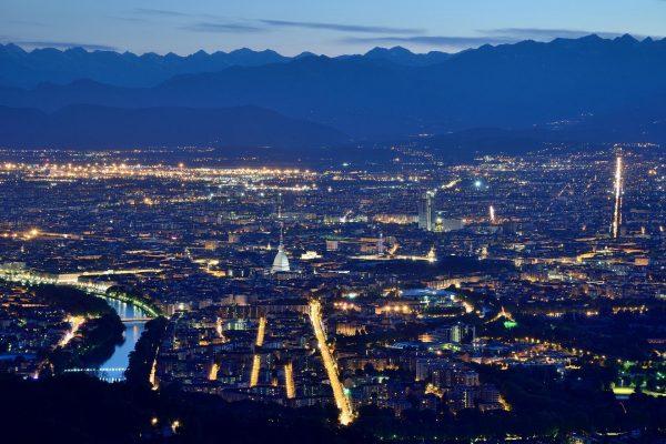 Вид на Турин и Альпы с холма Суперга