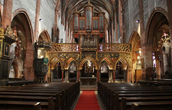 Внутреннее убранство церкви Молодого Петра в Страсбурге