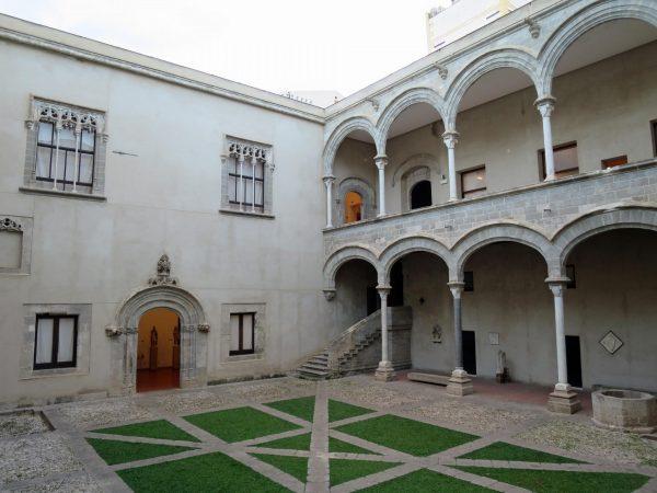 Внутренний двор дворца Абателлис