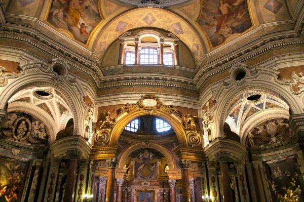 Внутренний интерьер собора Сан-Лоренцо