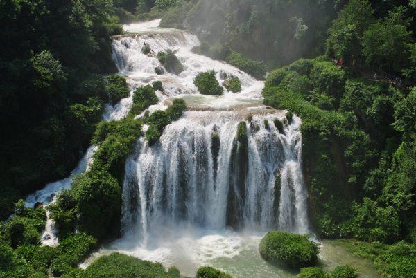 Водопад с тремя каскадами в Терни