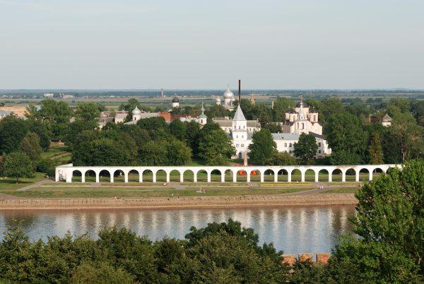 Ярославово дворище на берегу реки Волхов в Великом Новгороде