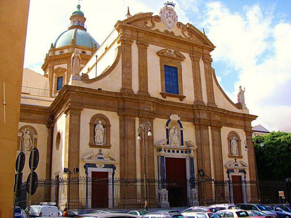 Здание церкви Иисуса в Палермо