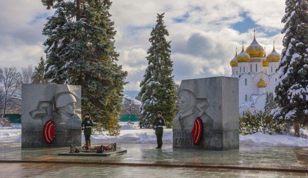 Караул у Вечного огня в Ярославле