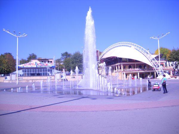 Фонтан на центральной площади Ессентуков