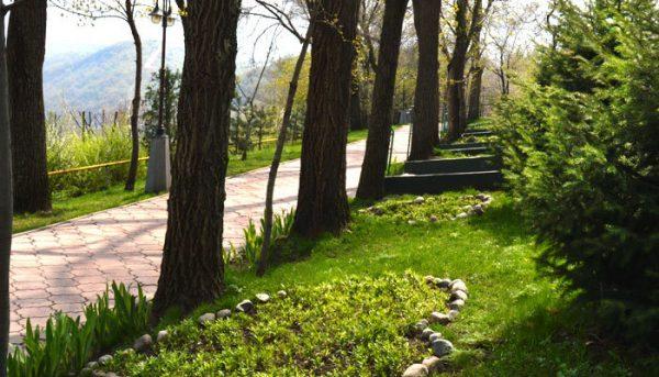 Аллея влюблённых в парке Кок-Тюбе