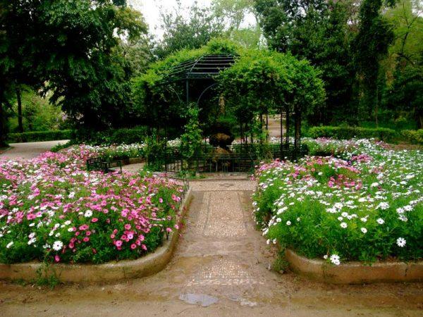 Беседка в Национальном саду Афин