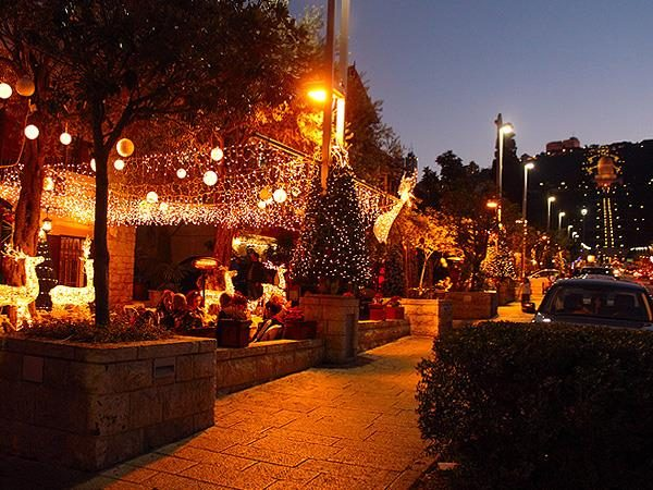 Бульвар Хайфы, украшенный к Новому году