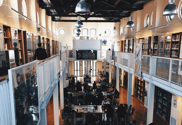 Центральный зал кинотеки в Болонье