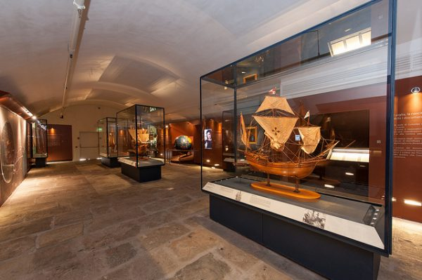 Экспонаты в морском музее Генуи