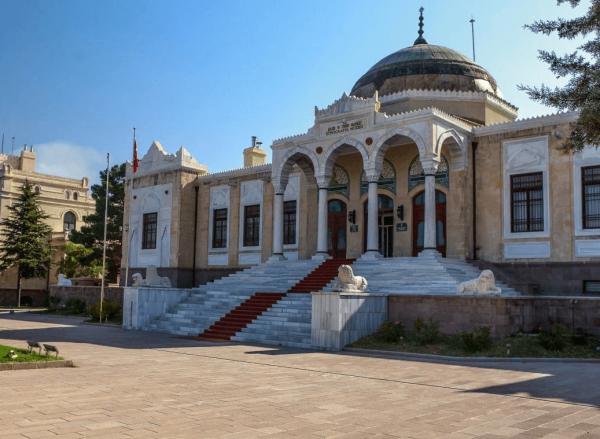 Фасад этнографического музея в Анкаре