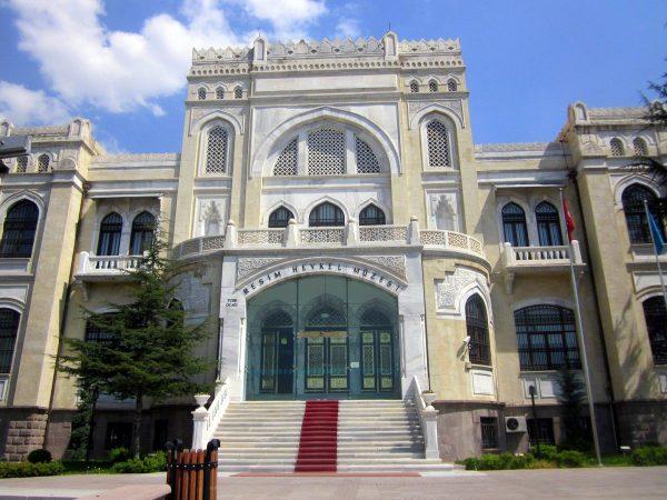 Фасад Художественного музея Анкары