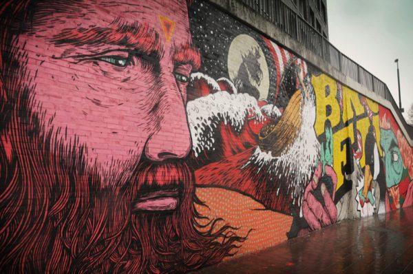 Граффити на стене здания