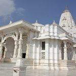 храм бирла мандир сбоку