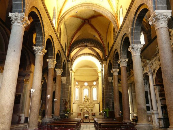 Интерьер церкви Санта Мария ди Кастелло
