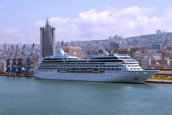 Круизный лайнер «Наутика» в порту Хайфы