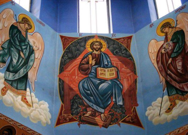Лики святых на стенах храма покрова Пресвятой Богородицы
