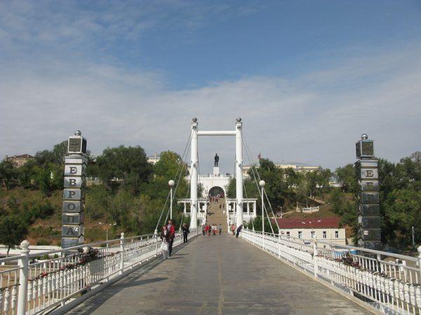 Мост через реку Урал в Оренбурге