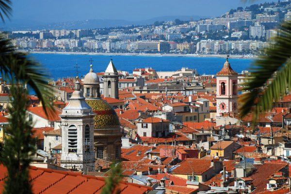 Вид на крыши домов в Ницце