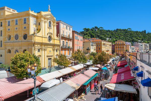Часовня Милосердия на улице Кур Салейя и рынок в Ницце
