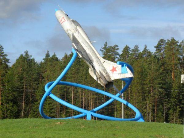 Памятник «Самолёт МИГ-21» в Тихвине